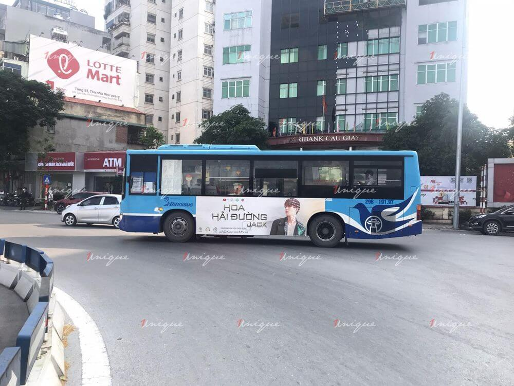 FC Jack quảng cáo trên xe buýt
