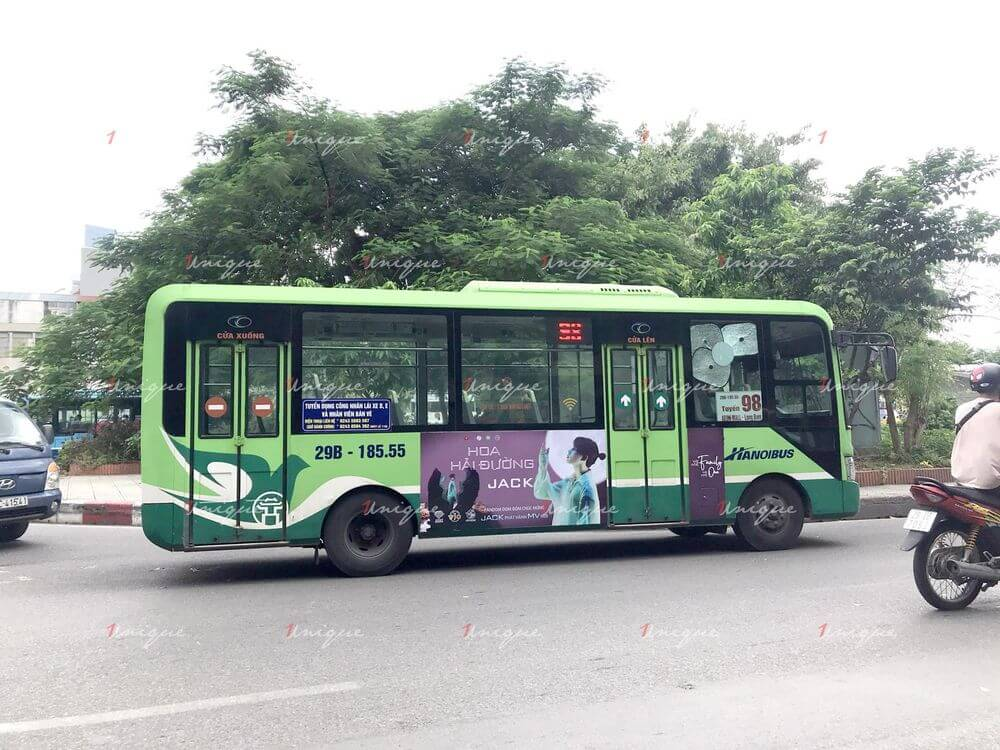 Jack quảng cáo trên xe buýt