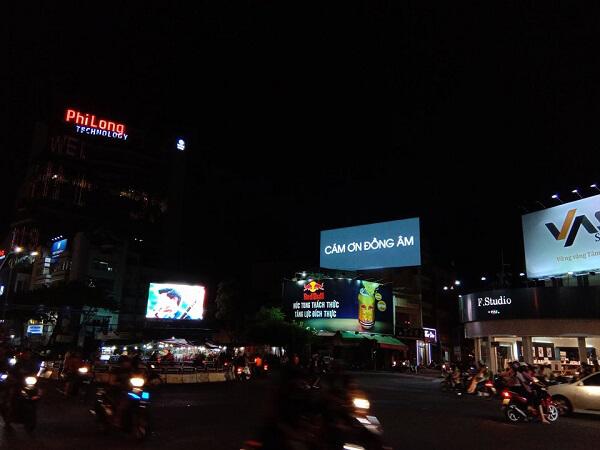 Idol quảng cáo ngoài trời để cảm ơn người hâm mộ