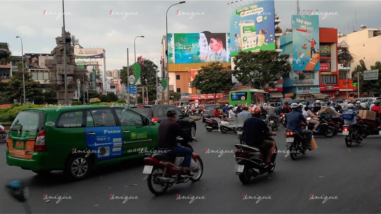 trịnh thăng bình quảng cáo trên màn hình led cho mv bức bình phong