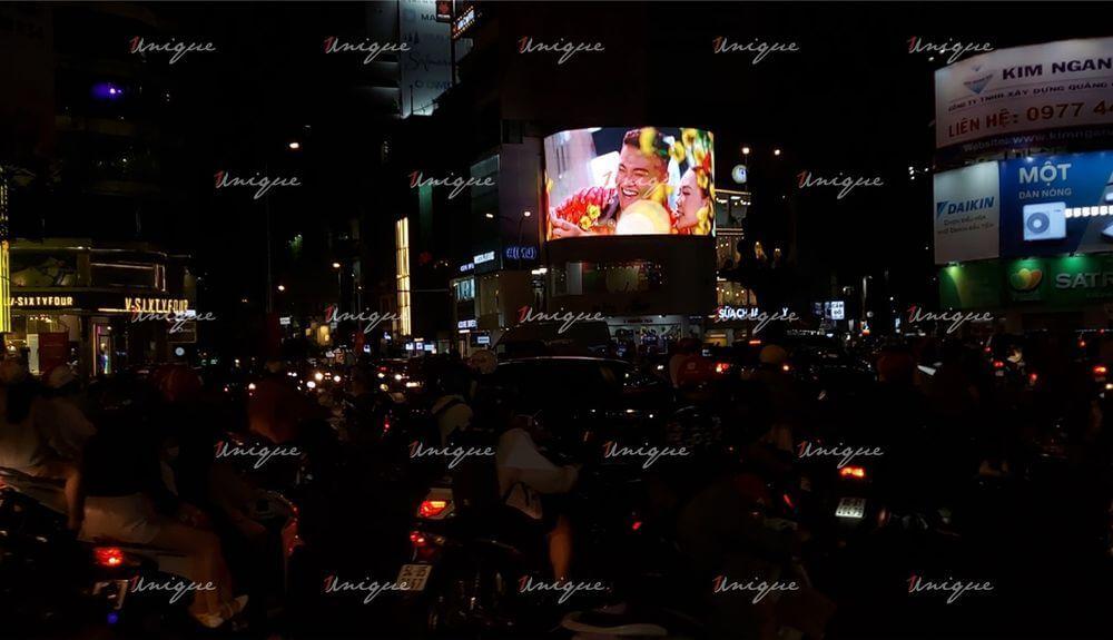 quảng cáo màn hình led cho mv sài gòn đẹp lắm của fabo nguyễn